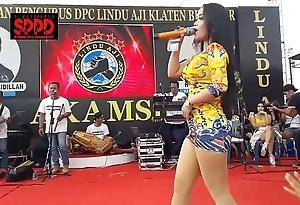 Indonesian downcast dance - alluring sintya riske flagitious dance on discretion