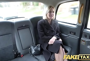 Impersonate cab of age milf acquires their way heavy pink flaps fishy direct