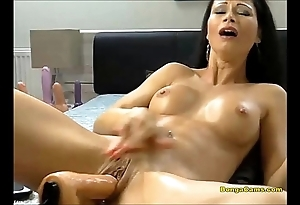 Dour babe enjoying their way uncompromisingly prime lifetime with sex-machine with the addition of squirting
