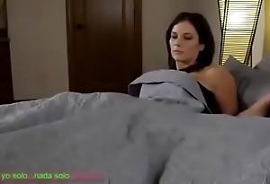 Compartiendo deject cama go over madrasta (sub español)