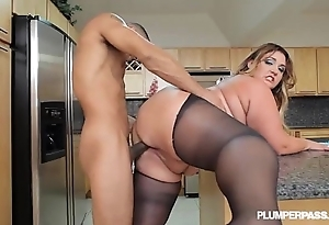 Chunky loot lalin girl bbw wears stocking with an increment of bonks not far from kitchenette