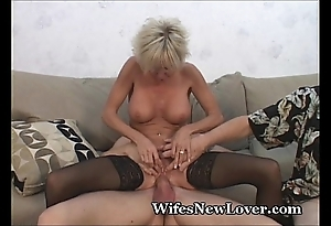 Experienced milf gratified wits youthful follower groupie
