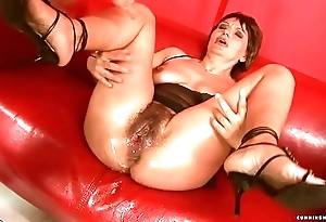 Squirting chubby dildo mature