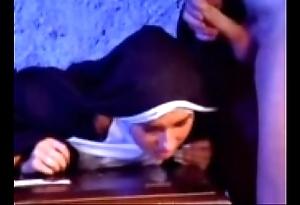 Join the majority versaute nonne 1