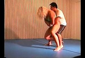 Flamingo mixed wrestling mw076-02 - christine vs stan ornament 2